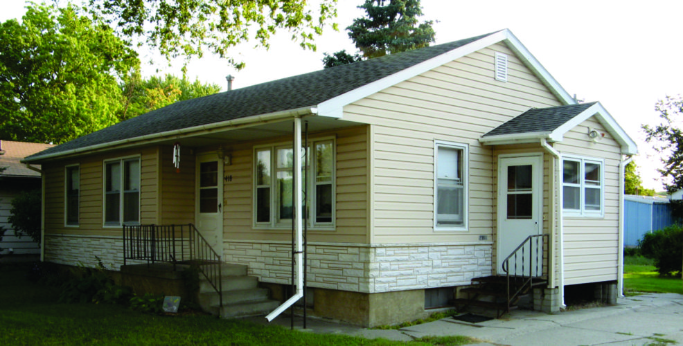 418 S Oak Street,  West Point –  Well-built and maintained 2 bedroom home